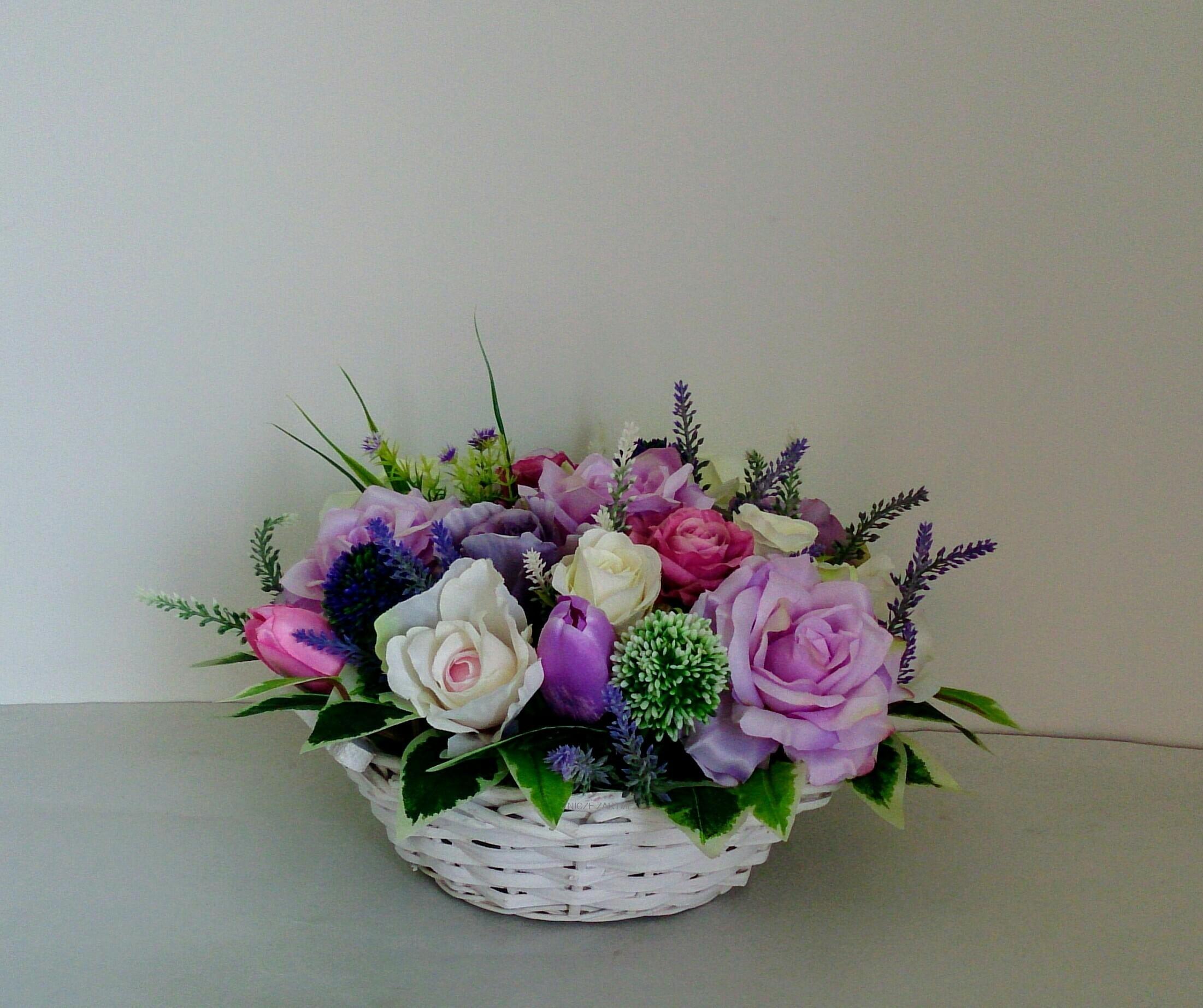 Stroik Na Stół Komodę Dekoracja Domu Koszyk Wikllinowy Tulipany Róże Dzień Matki Ojca Babci Prezent